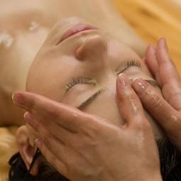 Massage relaxant visage