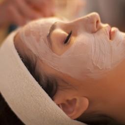 Nettoyage de peau soin équilibre nourrissant